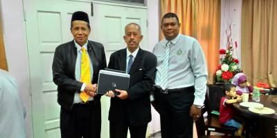 Exco Negeri Kelantan Menerima Komputer Riba